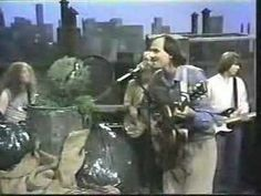 """""""Isn't it amazing that a grouch could make me feel this waaayyy.."""" hahahah - James Taylor sings to Oscar on Sesame Street (1978)"""