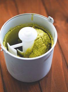 Pistazieneis aus dem Thermomix und der Eismaschine aus dem Buch der Küchenchaotin: Mias süße Kleinigkeiten