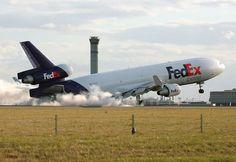 FEDEX MD11 Heavy landing