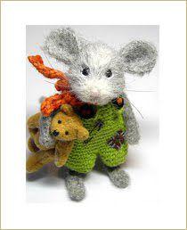 Adorable mouse by Marie Matsson (Miss Elsa) Needle Felted Animals, Felt Animals, Crochet Animals, Wet Felting, Needle Felting, Crochet Mouse, Felt Mouse, Cute Mouse, Felting Tutorials