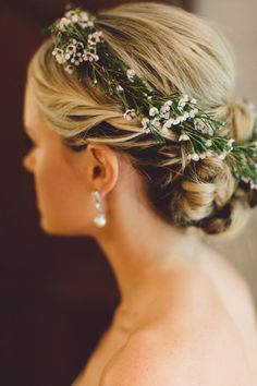 8 Ways to Incorporate Fresh Flowers in Your Wedding Hairstyle  - TownandCountryMag.com
