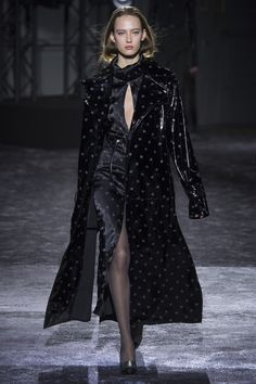 Nina Ricci Fall 2016 Ready-to-Wear Fashion Show