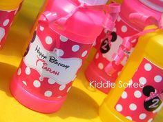 bubbles as a party favor. minnie mouse party