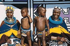 Read here our South Africa for Kids facts and learn about South Africa's attraction, geography, animals, food and the South African people South Africa Facts, South Africa Tours, Africa People, African Tribes, African Art, African Dress, World Thinking Day, Facts For Kids, African Traditional Dresses