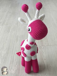 Jirafa amigurumi - free Spanish crochet pattern by Ana Artedetei at Madres Hiperactivas. Crochet Amigurumi, Amigurumi Doll, Amigurumi Patterns, Crochet Dolls, Knitting Patterns, Crochet Patterns, Craft Patterns, Cute Crochet, Beautiful Crochet