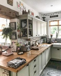 rustic home decor country - rustic home decor ; rustic home decor living room ; rustic home decor country ; rustic home decor diy ; rustic home decor farmhouse ; rustic home decor bedroom ; rustic home decor kitchen ; rustic home decor modern Farmhouse Homes, Farmhouse Kitchen Decor, Home Decor Kitchen, Diy Home Decor, Rustic Farmhouse, Diy Kitchen, Kitchen Counters, Farmhouse Ideas, Home Decoration