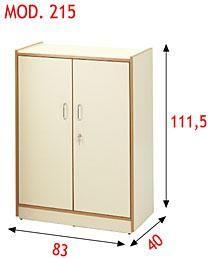 Armario de aglomerado en tonos beige con puertas y dos baldas en el interior.