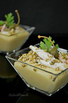 Sgombro su crema di patate e frutto di cappero  http://blog.giallozafferano.it/rafanoecannella/sgombro-su-crema-di-patate-e-frutto-di-cappero/