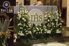 komunia dekoracje kościoła - Szukaj w Google First Communion Decorations, First Holy Communion, Corpus Christi, Holi, Wreaths, Table Decorations, Google, Wedding, Temples