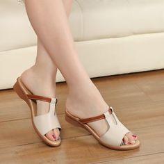 2016 Mujeres de La Manera Zapatos de Cuero Genuino Sandalias planas de los Deslizadores Antideslizantes Casuales Talón Plano Slip-On de Calado Cut-Outs