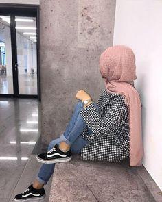 Hijab hijab yes or no Modern Hijab Fashion, Hijab Fashion Inspiration, Muslim Fashion, Modest Fashion, Fashion Outfits, Casual Hijab Outfit, Hijab Chic, Hijabi Girl, Girl Hijab