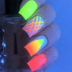 Stripes and shapes in gradient glow in the dark nail polish. Coat your nails with striking striped gradient along with an oval shaped gradient to contrast the full gradient polish on the rest of the nails. Dark Nail Art, Neon Nail Art, Dark Nail Polish, Dark Nails, Gel Polish, Cute Nail Art Designs, Neon Nail Designs, Stylish Nails, Trendy Nails