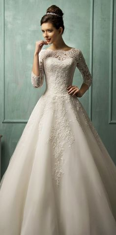 Adorable 85+ Stunning Long Sleeve Wedding Dresses Ideas https://bitecloth.com/2017/11/12/85-stunning-long-sleeve-wedding-dresses-ideas/