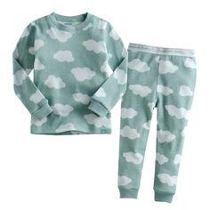 CLOUDS | JONGENS PYJAMA | MAAT 80-110| LICHT BLAUW | €17.95 | Stoere, hippe jongenspyjama gemaakt van 100% katoen. De pyjama is een tweedelige set waarvan de broek voorzien is met een elastische band. De zachte stof is rekbaar, ademt goed door en is van hoge kwaliteit. ♦ Wassen op 30 graden, om de kwaliteit van de pyjama zo goed mogelijk te behouden, liever niet in de droger Materiaal: 100% katoen #jongenspyjama #pyjama #babypyjama #boysonly #stoerepyjama