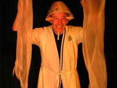 Teatro infantil. Compañía En la Lona (Álava). Entre bastidores. Abril 2008