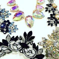 Kolejne NOWOŚCI 😍 bogato zdobione kolie 😍 a to tylko część nowej kolekcji ;) #biżuteriamodowa #biżuteria #style #styl #blog #blogger #fashion #fashionblogger #kolia #naszyjnik #jawelry #kryształki @trendylady.pl