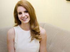 Lana Del Rey actualy smiling