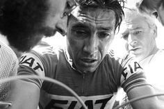 1977 19/7 rit 17 Alpe d'Huez > Eddy Merckx is helped away at the finish, after struggling on the climb up Alpe d'Huez