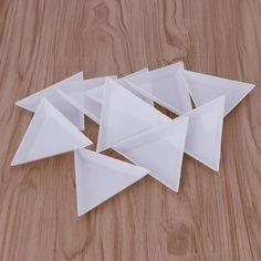 10ピースプラスチックトライアングルラインストーンビーズクリスタルネイルアートソートトレイ白