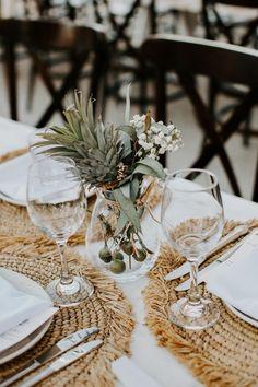 99 Pretty Bohemian Wedding Table Settings Design Ideas For Your Inspiration - Natural Placemats, Bodas Boho Chic, Mediterranean Wedding, Photo Deco, Wedding Place Settings, Beach Table Settings, Outdoor Table Settings, Wedding Places, Destination Wedding