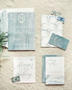 If you love stunning design and romantic details @heyweddinglady will have you falling head over heels! We are obsessed with this invitation by @designhouseofmoira captured by @kristaajones on @heyweddinglady! #aislesociety #aislesocietydebut #weddingblogsunite by aislesociety