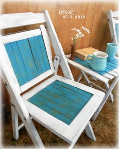 a cute little bistro set, painted furniture, 2 Vintage Chairs and a newer table came together nicely to create a bistro set that will be perfect for warm summer mornings on the deck Folding Chair Makeover, Chair Redo, Kids Recliner Chair, Leather Recliner Chair, Painted Chairs, Painted Furniture, Furniture Projects, Diy Furniture, Wooden Folding Chairs