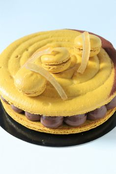 Macaron géant chocolat citron gingembre - Recette Olivia Pâtisse Macarons, Meringue, Bakery, Breakfast, Desserts, Dessert Ideas, Miniature, Food, Sweet Pastries