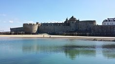 Saint Malo - Foto: Guía Marcia Cruz Louvre, Mansions, House Styles, Building, Travel, Home Decor, Bad Photos, Art, Voyage