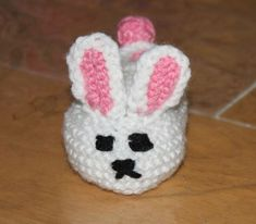 cute bunny - mini basket? Crochet Lovey, Easter Crochet, Baby Knitting Patterns, Crochet Patterns, Crochet Stitches, Knitting Dolls Clothes, Doll Clothes, Easter Crafts, Easter Ideas
