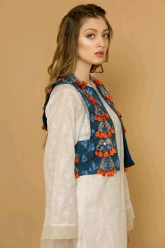 Shrugs for dresses – Lady Dress Designs Indian Fashion, Boho Fashion, Fashion Dresses, Classy Fashion, Party Fashion, Pakistani Dress Design, Pakistani Outfits, Kurta Designs, Blouse Designs