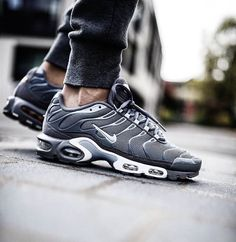 "...  sneakers  news The Nike Air Max Plus Features A ""Navy Fade"" Gradient  ... 73b3e7bc1"