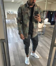 No automatic alt text available. Trendy Mens Fashion, Stylish Mens Outfits, Mens Fashion Suits, Fashion Pants, Urban Fashion, Semi Casual Outfit, Casual Wear For Men, Men With Street Style, Urban Street Style