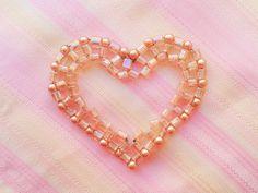DIY: Jak vyrobit srdce z korálků :: Zdobenicko Horn, Pearl Necklace, Pearls, Jewelry, Fashion, Moda, Horns, String Of Pearls, Bijoux