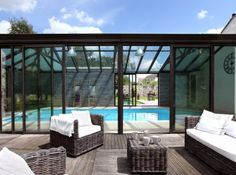 13 pretty verandas to inspire - Elle Décoration - pool Swimming Pool Enclosures, Garden Swimming Pool, Luxury Swimming Pools, Natural Swimming Pools, Luxury Pools, My Pool, Indoor Swimming Pools, Swimming Pool Designs, Patio Furniture Covers