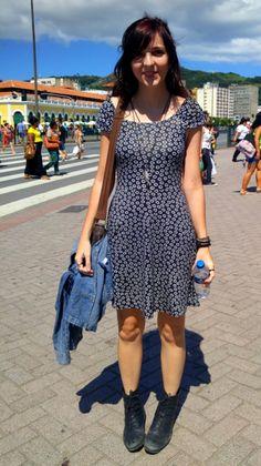 Leonora trouxe jovialidade às ruas do Centro de Floripa. O top cropped jeans com aplicações em renda adiciona romantismo ao look, já a saia crua, evasê com cintura alta, desenha a silhueta e alonga as pernas. Uma super trend no… Continue Reading →