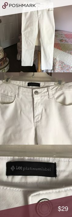"LEE PLATINUM CLASSIC FIT WHITE JEANS. SIZE 10 Lee platinum 5/pocket style. Size 10 short. 28"" inseam. NON-SMOKING HOME. Lee Jeans Boyfriend"