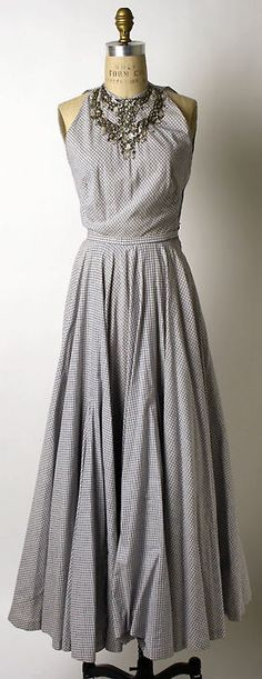 Evening Dress  Mainbocher, 1948  The Metropolitan Museum of Art.  Looks like a full circle skirt... great for dancing!  (or hooping, for that matter...)