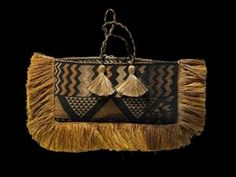 Title Kete Taniko (bag) Production Unknown (weaver), New Zealand Medium summary Woven taniko kete whakairo. Materials flax Classification kete, bags Technique taniko, weaving Credit line Purchased 1907 Registration number Flax Weaving, Maori Designs, Geometric Designs, Maori Art, Rope Crafts, Art Bag, Boho Bags, Weaving Patterns, Vintage Bags