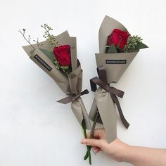 Single Flower Bouquet, Flower Bouquet Diy, Bouquet Wrap, Floral Bouquets, How To Wrap Flowers, Love Flowers, Beautiful Flowers, Beautiful Flower Arrangements, Floral Arrangements