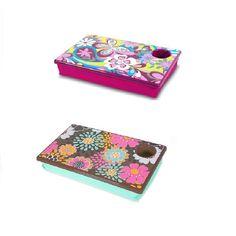 Esta linda bandeja com estampa floral é prática para usar o notebook fora da mesa de trabalho! E possui apoio para copo! http://www.zoologicopresentes.com.br/produtos.php?b=bandeja+para+notebook=13=5=submit