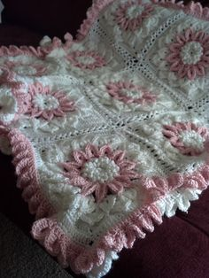 So pretty!  Ravelry: The Crocodile Flower pattern by Joyce Lewis