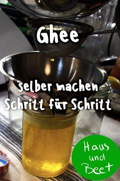 Ghee - make your own clarified butter yourself - house and bed - Simply make ghee – clarified butter yourself. Recipe for homemade diy ghee made from butter. Ayurveda, Making Ghee, Clarified Butter, Geklärte Butter, Homemade Butter, Pampered Chef, Easy Peasy, Healthy Fats, Beets