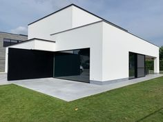 Projecten | Jan Abbeloos Ingenieur Architect Garage Doors, Outdoor Decor, Home Decor, Outdoor Flooring, Modern Houses, Trendy Tree, Modern Townhouse, Bauhaus Style, House Styles