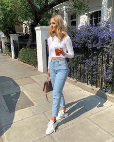 jeans outfit summer Jeans, 26 at Zara - Wheretoget Chic Winter Outfits, Casual Summer Outfits, Stylish Outfits, Spring Outfits, Mom Jeans Outfit Summer, Summer Jeans, Outfit Jeans, Cropped Jeans Outfit, Boyfriend Jeans Outfit