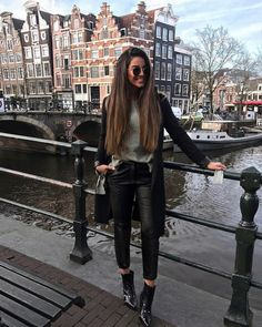 New Travel Outfit Paris Winter Street Styles Ideas Amsterdam Fashion, Amsterdam Outfit, Amsterdam Street Style, Amsterdam Travel, Winter Outfits, Paris Outfits, Winter Travel Outfit, Travel Outfits, Winter Dresses