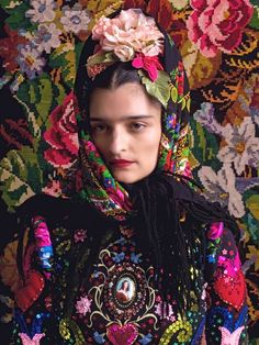 WoolCotton&Dreams: Tribute to Frida by Susanne Bisovsky Folk Fashion, Fashion Art, Editorial Fashion, Fashion Design, Mexican Fashion, Colourful Outfits, Colorful Fashion, Portrait Photography, Fashion Photography