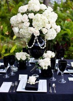 Table de mariage en noir et blanc