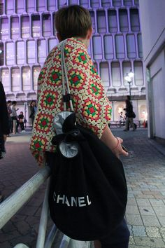 Brand:CHANEL   More photo at:  http://www.fashionsnap.com/streetsnap/2012-05-10/16027/