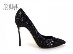 Collection Casadei: Casa Escarp T10 en cuir incrusté de cristaux noirs