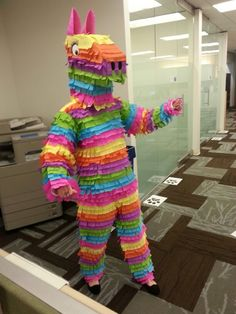 Made from industrial crepe paper glued to a pair or scrubs. Pinata Halloween Costume, Mexican Halloween Costume, Creative Halloween Costumes, Halloween Kostüm, Couple Halloween, Pair Costumes, Scary Costumes, Mexican Fancy Dress, Homemade Costumes